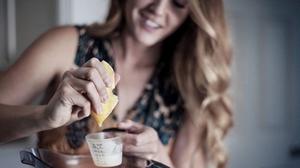عصاره لیمو برای روشن شدن مو