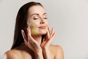 اسکراب کردن پوست در خانه